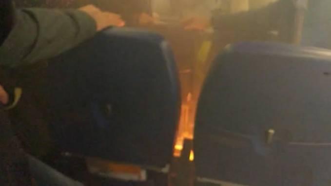 Zwischenfall in Russland: Powerbank fängt plötzlich Feuer - an Bord eines Flugzeugs