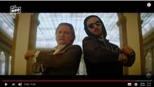"Jan Böhmermann posiert im Polizistensohn-Video ""RECHT KOMMT"""