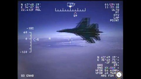 Aufnahme einer Bordkamera des US-Aufklärungsflugzeugs den russischen Su-27