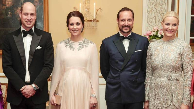 Das Herzogspaar von Cambridge und das norwegische Kronprinzenpaar auf dem Festbankett in Oslo