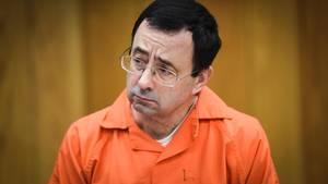 Der Angeklagte Larry Nassar sitzt im Gerichtssaal