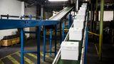 Rund 300.000 Tonnen Papier entstehen hier pro Jahr, komplett hergestellt aus Altpapier.