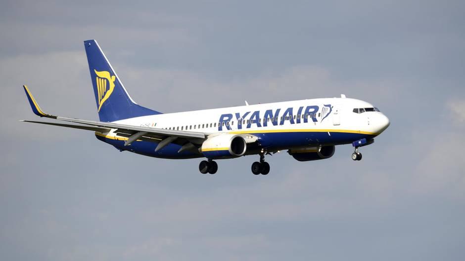 Billigflieger Ryanair verbucht Gewinne trotz Annullierungen und Streiks