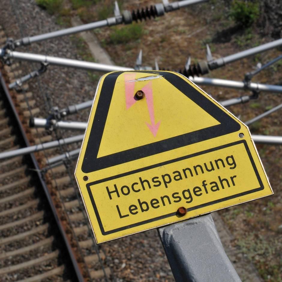 Nachrichten aus Deutschland: Auf Güterzug geklettert - 16-Jähriger bei Stromunfall schwer verletzt