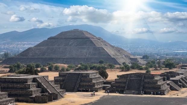 Indigene Kultur: die Sonnenpyramide in Teotihuacán