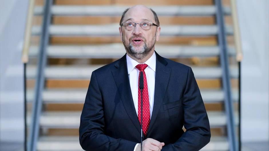 Der SPD-Parteivorsitzende Martin Schulz spricht bei den Koalitionsverhandlungen von CDU, CSU und SPD in der SPD-Parteizentrale