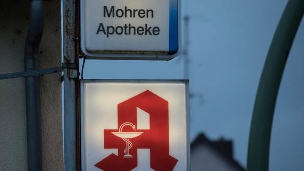 Das Schild einer deutschen Mohren-Apotheke