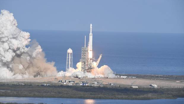 "SpaceX ""Falcon Heavy"""