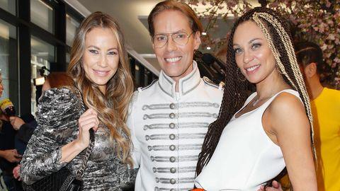 Alessandra Meyer-Wölden (li.) mit Lilly Becker und Jens Hilbert
