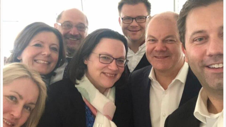 SPD-Selfie: Manuela Schwesig, Malu Dreyer, Martin Schulz, Andre Nahles, Carsten Schneider, Olaf Scholz und Lars Klingbeil
