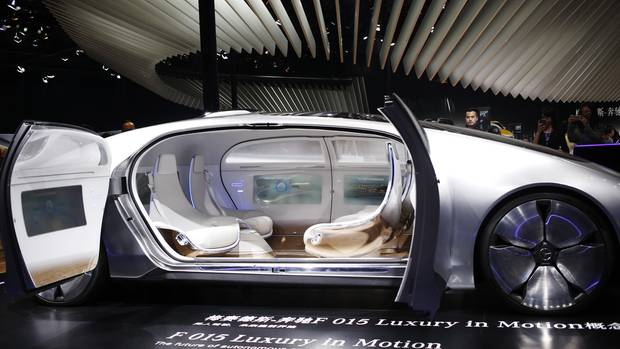 Der Mercedes F 015, der etwa für das Jahr 2030 konzipiert wurde