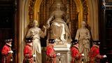 Die Yeomen Warders durchsuchen wie jedes Jahr seit 1605 vor der Ankunft der Queen das Parlament