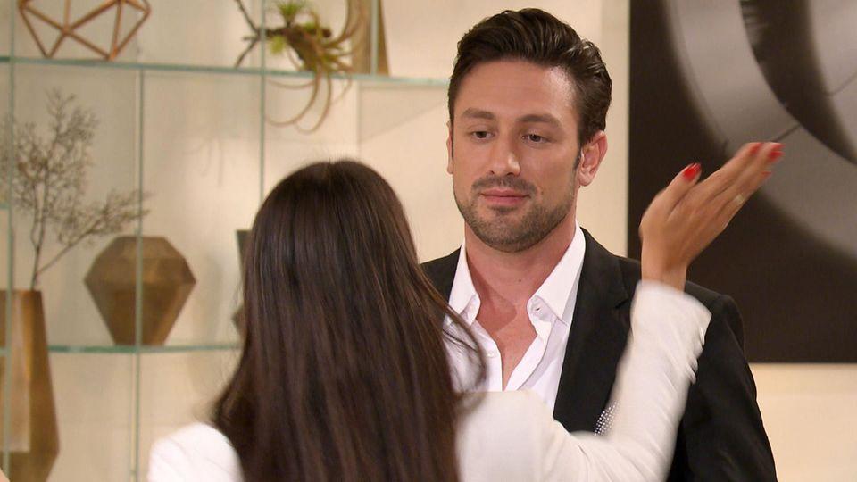 Yeliz gibt dem Bachelor Daniel eine Backpfeife