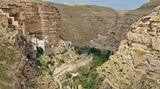 Wadi Qelt: Zwischen Jerusalem und Jericho zum malerischen St. Georgskloster  Das Wadi Qelt (Wadi Kelt, Wadi Prat) zieht als eindrucksvolle Schlucht von Jerusalem nach Jericho hinab. Der mittlere Abschnitt liegt heute im sogenannten C-Gebiet des palästinensischen Westjordanlands, das zur Zeit von Israel verwaltet wird. Deshalb sind die Anfahrt aus israelischem Gebiet sowie die vorgeschlagene Wanderroute problemlos machbar. Der Weg verläuft überwiegend auf der nördlichen Seite der Schlucht und führt dort zum legendären St. George Monastery (Foto).  Dauer: 3 Stunden