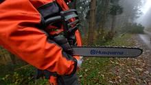 In Baden-Württemberg musste die Feuerwehr einen Einbrecher aus dem Gebüsch mit einer Motorsäge befreien (Symbolbild)