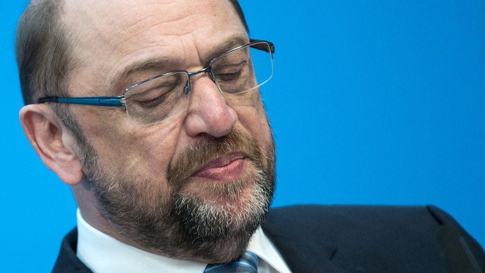 Martin Schulz beugt sich dem massiven Druck in seiner Partei und verzichtet auch auf den Posten des Außenministers
