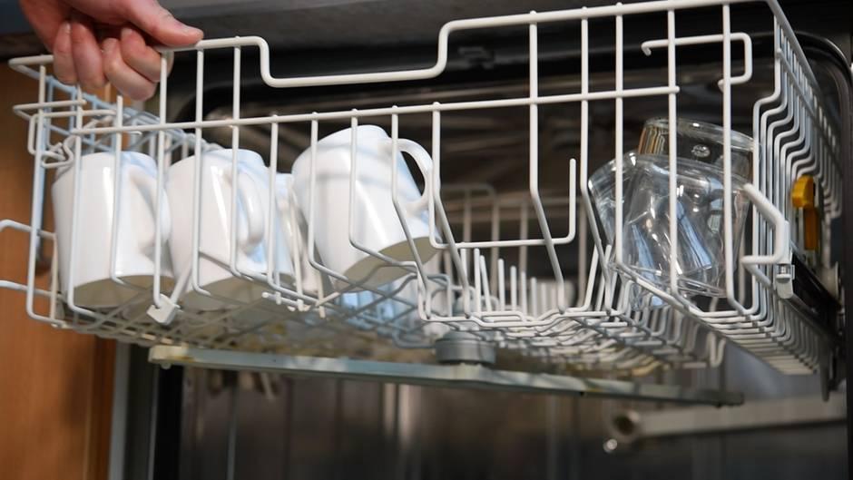 Geschirr in Spülmaschine