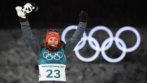 Laura Dahlmeier feiert ihre Olympia-Goldmedaille