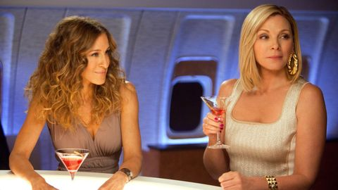 "Kim Cattrall und Sarah Jessica Parker in einer Szene aus ""Sex and the City"""