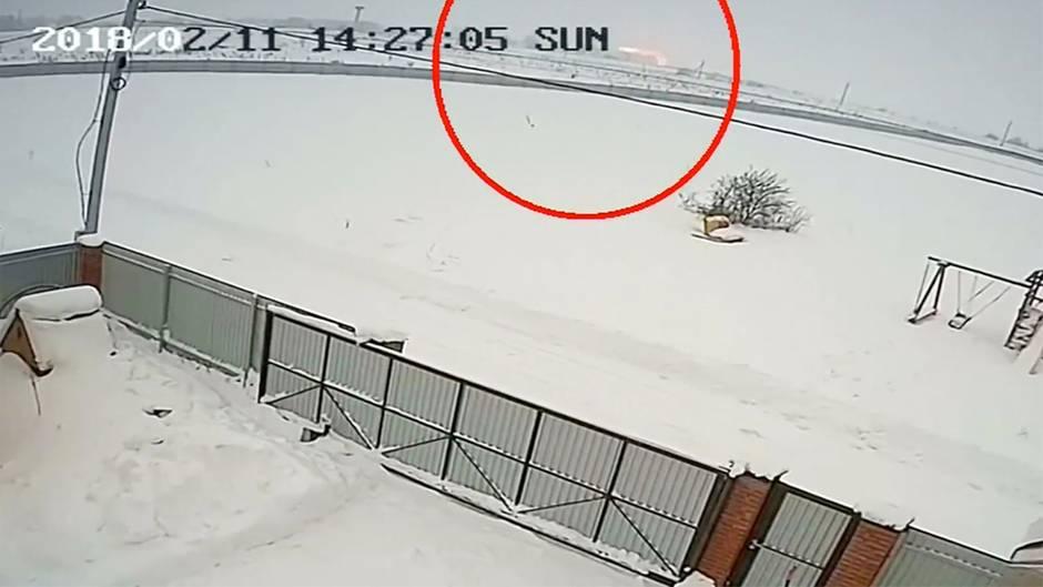 Crash eines Passagierjets: Überwachungskamera filmt den Moment des Flugzeugabsturzes in Russland