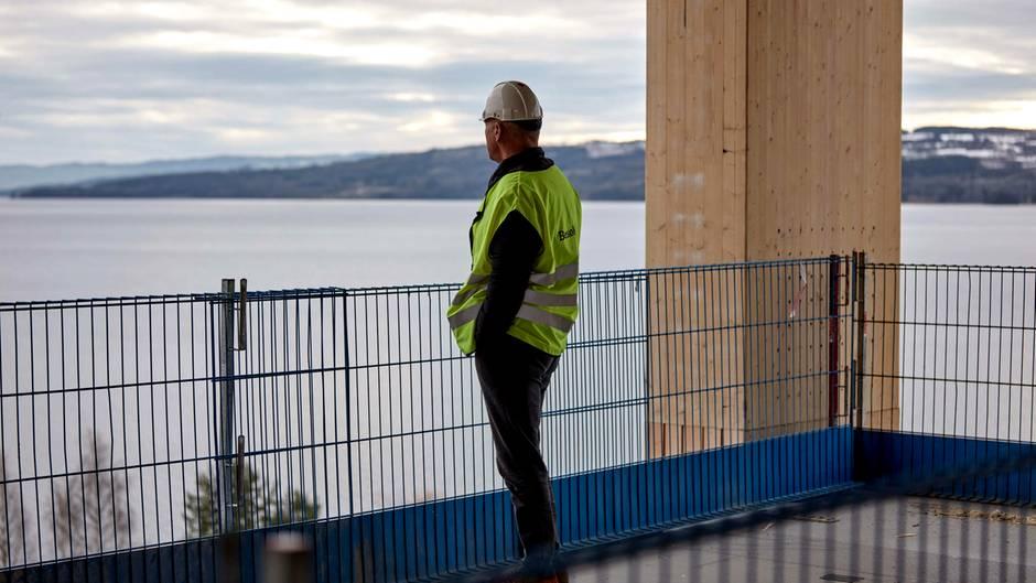 Rune Abrahamsen ist Chef der Firma Moelven Limtre AS, einem skandinavischen Bauzulieferer. Die Firma hat schon in der Vergangenheit Holzhochhäuser gebaut.