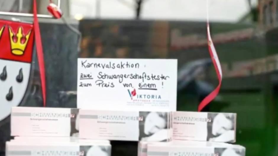 """Schlechter Karnevalsscherz?: Schwangerschaftstest: Kölner Apotheke sorgt mit """"2 für 1""""-Angebot für Empörung"""