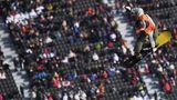 Flugkünstler: Der norwegische Snowboarder Staale Sandbech zeigt einen Sprung im Slopestyle-Wettbewerb.
