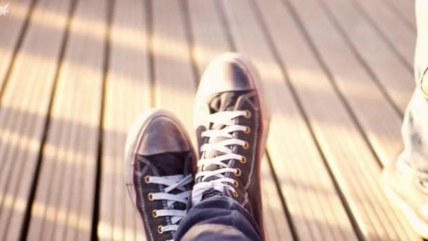 Quietschenden Schuhen kann man ganz leicht den Kampf ansagen.