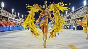 Zweiter und letzter Durchlauf im Sambódromo beim Karneval in Rio de Janeiro: Jessica Maia zeigt in der Nacht zu Dienstag ihr Kostüm in Überbreite.