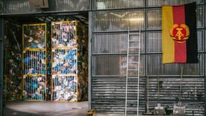 In einem Gewerbegebiet im sachsen-anhaltinischen Bitterfeld-Wolfen steht das Sortierwerk der Soex Group, einem der größten Textilrecycler der Welt.