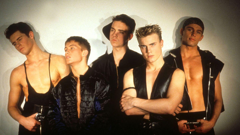 So sahen sie damals aus: In den 90ern durften Boybands noch in Lack und Leder auftreten. Howard Donald, Mark Owen, Robbie Williams, Gary Barlow und Jason Orange waren sich für nichts zu schade, was die Outfits betrifft.