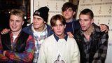 """Gary Barlow galt als musikalischer Kopf von Take That, Robbie Williams und Mark Owen brachen dafür mehr Mädchen-Herzen. Williams vor allem am 17. Juli 1995: Er verließ die Band. """"ROBBBIIIIIEEE"""", kreischten Fans in ganz Europa verzweifelt. Doch der damals erst 21-Jährige hatte mit Drogenproblemen zu kämpfen und wurde rausgekickt."""