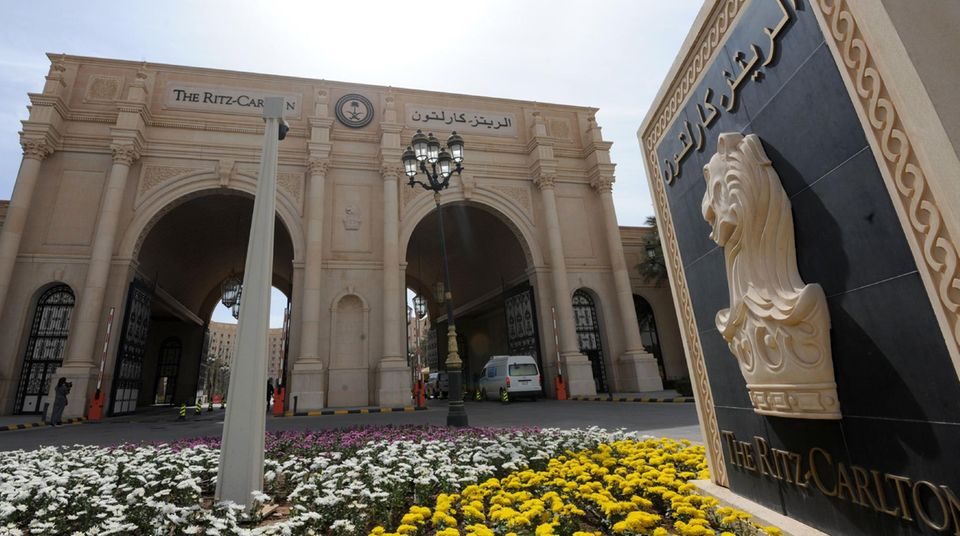 Der pompöse Eingang des Ritz-Carlton Hotels in Riad.