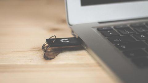 Was Leute heimlich googeln: Wird mein USB-Stick durch mehr Daten schwerer?