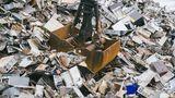 Von einem geschätzten Gesamtwert aller gewinnbaren Materialien im Müll von rund 55 Milliarden im Jahr 2016 verschwindet ein Großteil einfach - auf Mülldeponien, in Schrottpressen oder Verbrennungsanlagen.