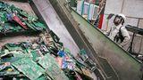 Den Innereien von 150 Millionen PCs mit einem Gewicht von rund 1,5 Millionen entnimmt das Recycling-Unternehmen in komplizierten Verfahren alle wiederverwertbaren Rohstoffe
