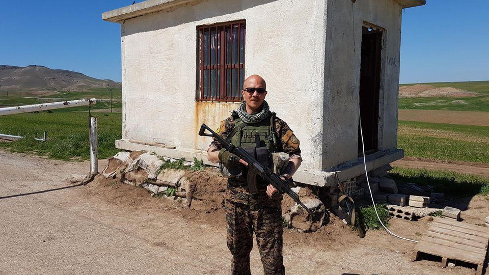 Christian Haller: Das Zusammenbauen der Waffen lernte er auf Youtube