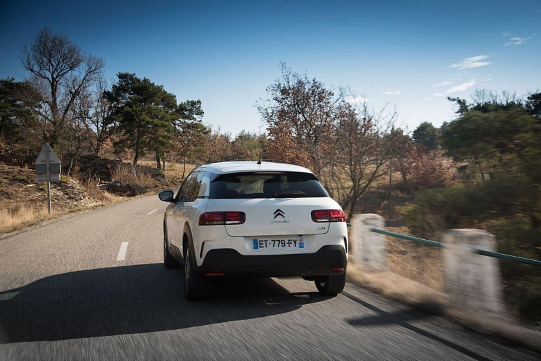 Die Rückleuchten erinnern an eine Kreuzung zwischen VW Touareg und Fiat Croma