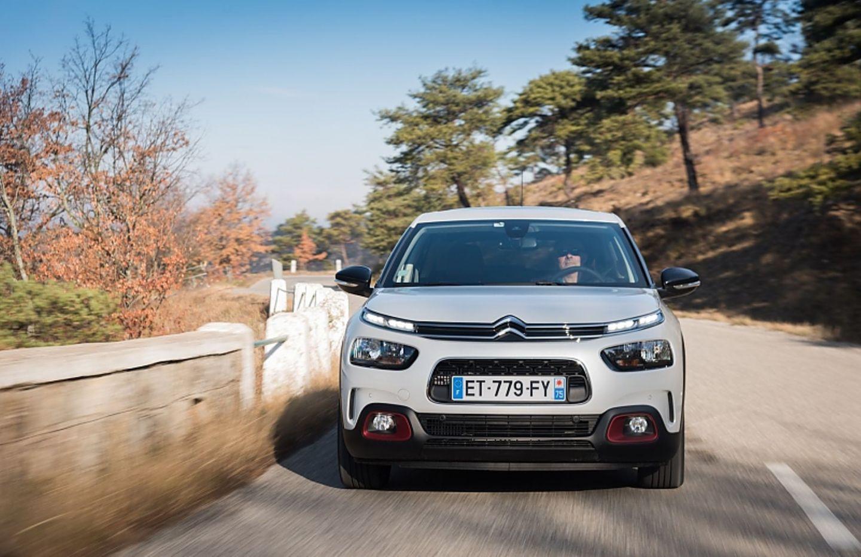 Der Citroën-Doppelwinkel ist auffällig