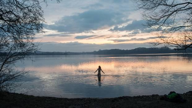 Manchmal trägt Cedric auch gar nichts – dann geht es nackig in den See