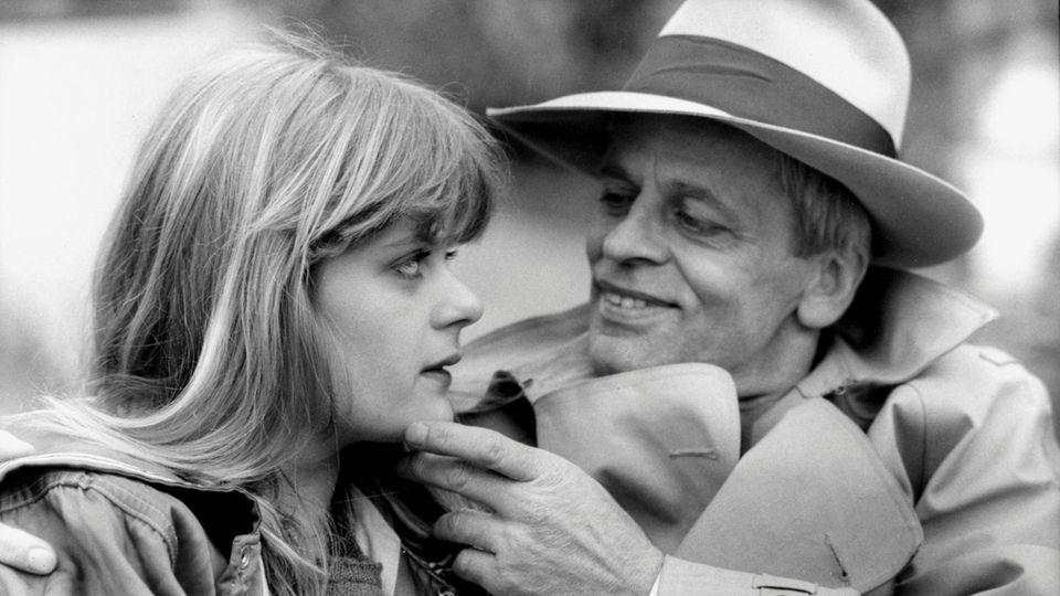 Klaus Kinski mit seiner Tochter Pola 1979 in Paris. 2013 offenbarte Pola Kinski, dass sie als Teenager von ihrem Vater sexuell missbraucht worden war