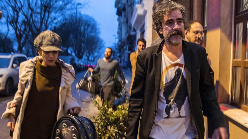 Deniz Yücel und seine Frau Dilek nach Yücels Freilassung aus dem Gefängnis