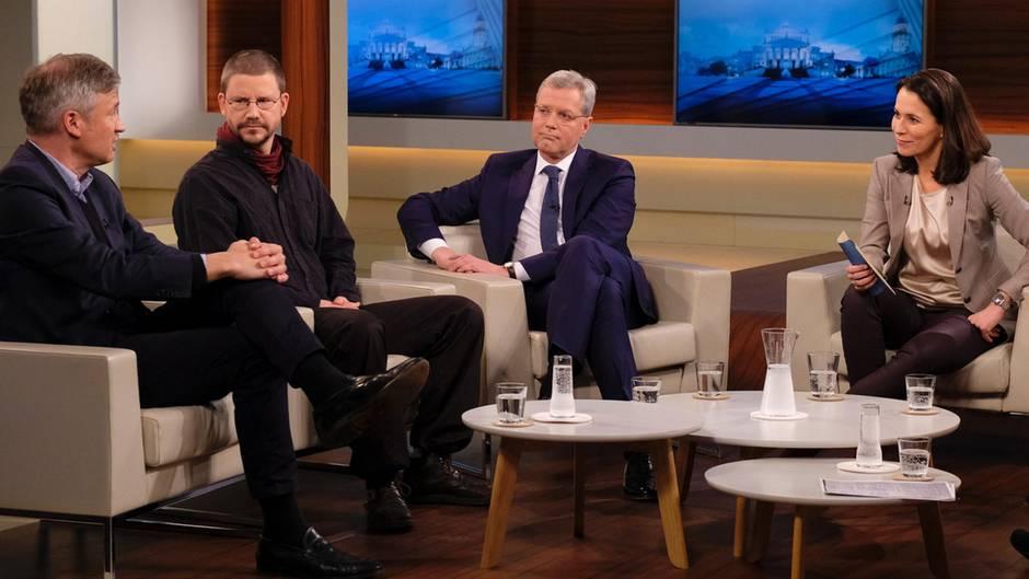 """Anne Will (r.) mit """"Welt""""-Chefredakteur Ulf Poschardt (v.l.n.r.), Aktivist Peter Steudtner und CDU-Politiker Norbert Röttgen"""