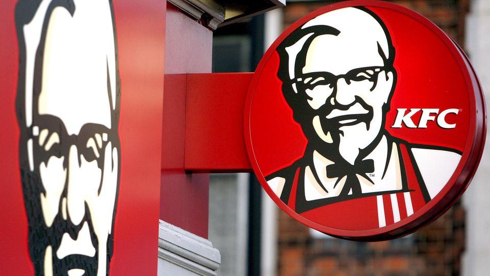 Hunderte KFC-Filialen geschlossen: Das KFC-Logo über einer Filiale