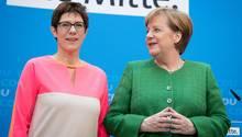 Frauen an der Macht: Annegret Kramp-Karrenbauer, bald CDU-Generalsekretärin und Angela Merkel, CDU-Parteichefin und Kanzlerin