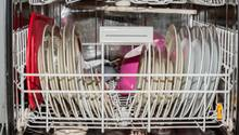 Richtig einräumen, alle Kapazitäten ausnutzen, Sonderfunktionen - und die besten Spülmaschinen-Tabs: stern TV lüftet Geheimnisse rund um den Geschirrspüler.