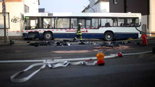 Nachrichten aus Deutschland: Schulbus in Dortmund kracht in Hauswand