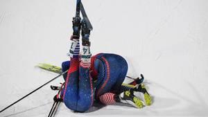 Hoch, die Beine: Die Nordische Kombiniererin Kikkan Randall (r.) jubelt mit Teamkollegin Jessica Diggins aus den USA über Team-Gold