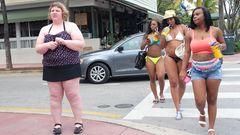 Diese Reaktionen erlebt eine übergewichtige Frau. Das ist Body-Shaming.