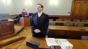 Anwalt Endrik Wilhelm im Gerichtssaal in Leipzig